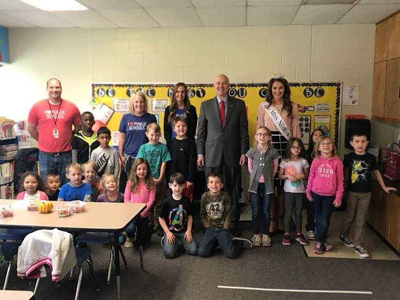Governor Ricketts and Miss Nebraska Allison Tietjen stopped by to say hello to these Paddock Road Elementary students