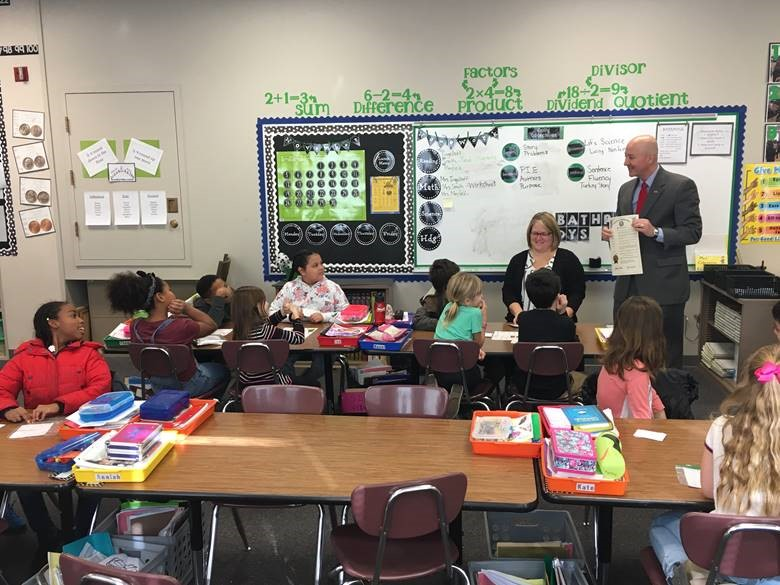 Governor Ricketts stops in at a Dundee Elementary classroom